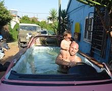 מרכב גרוטאה לבריכה למשפחה